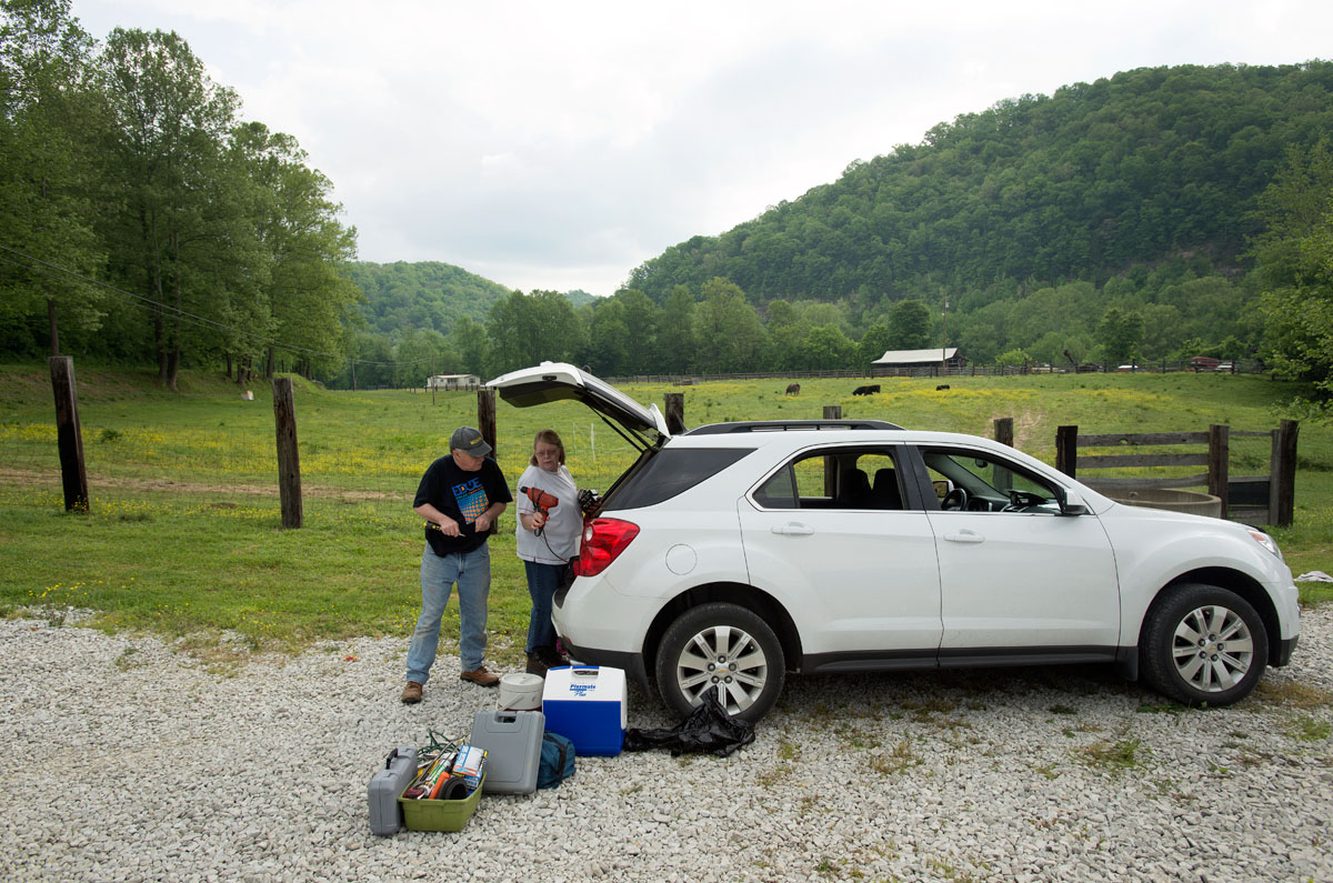 Jim and Leah unload tools before working on a home in eastern Kentucky.